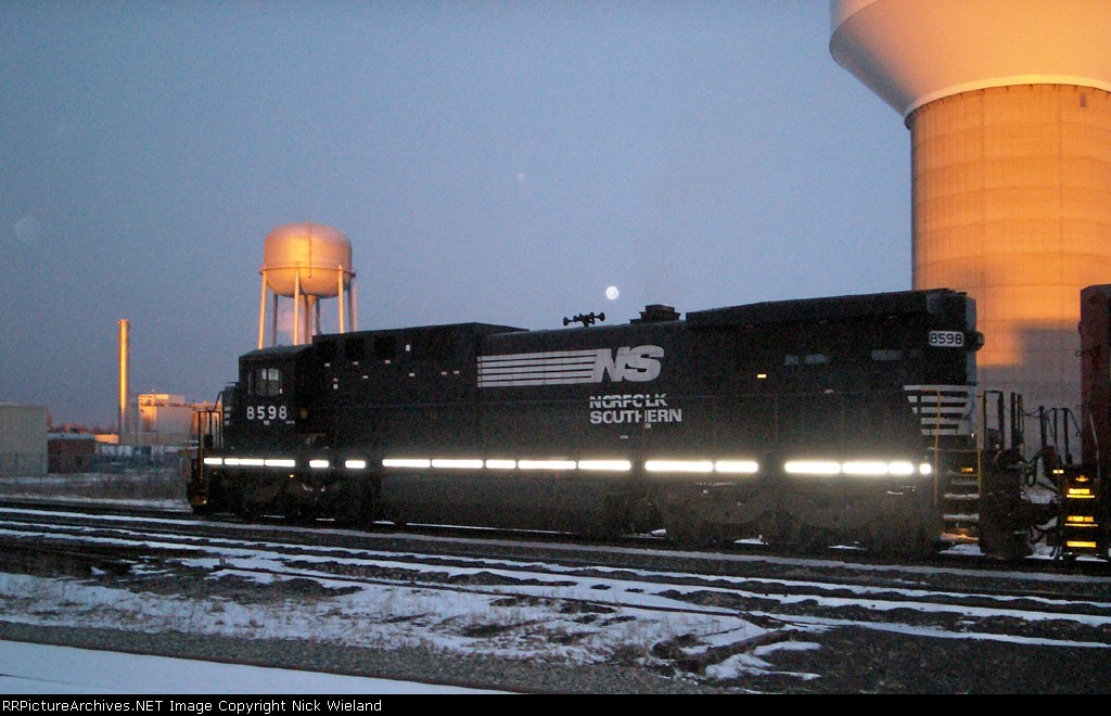 NS 8598 leads 930